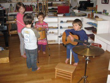 Orchester mit Gitarre